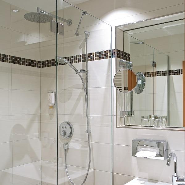 Unsere zimmer hotel erber drei sterne ismaning m nchen for Regendusche fur badewanne